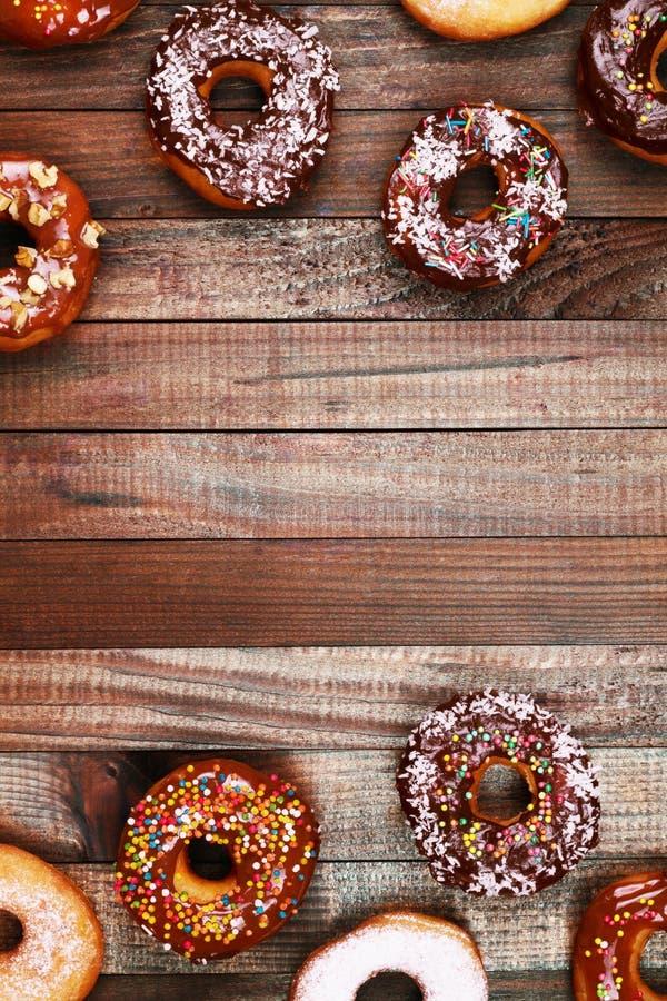 Ciambella Alimento dolce dello zucchero a velo Spuntino variopinto del dessert PS lustrato fotografia stock