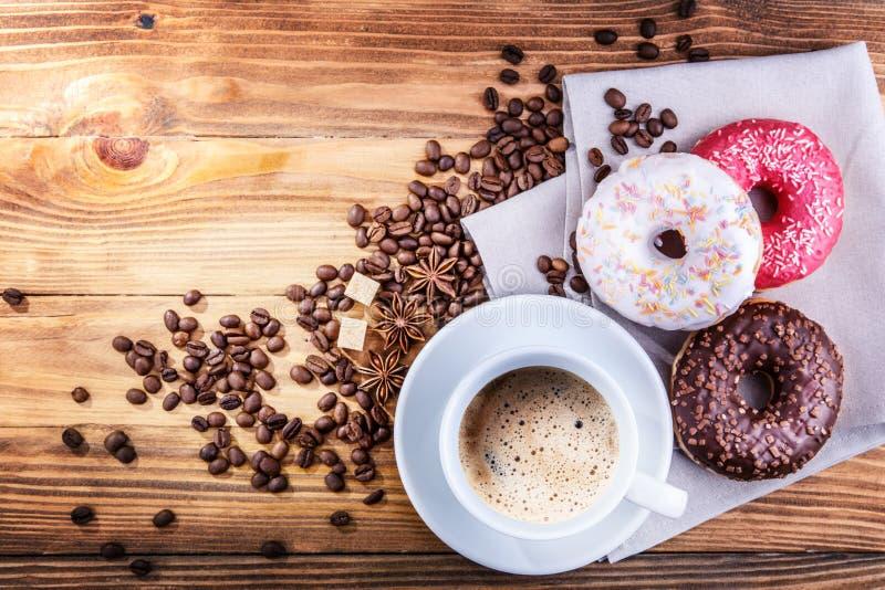 Ciambella dei chicchi di caffè fotografia stock