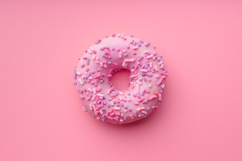 Ciambella dolce rosa fotografie stock libere da diritti