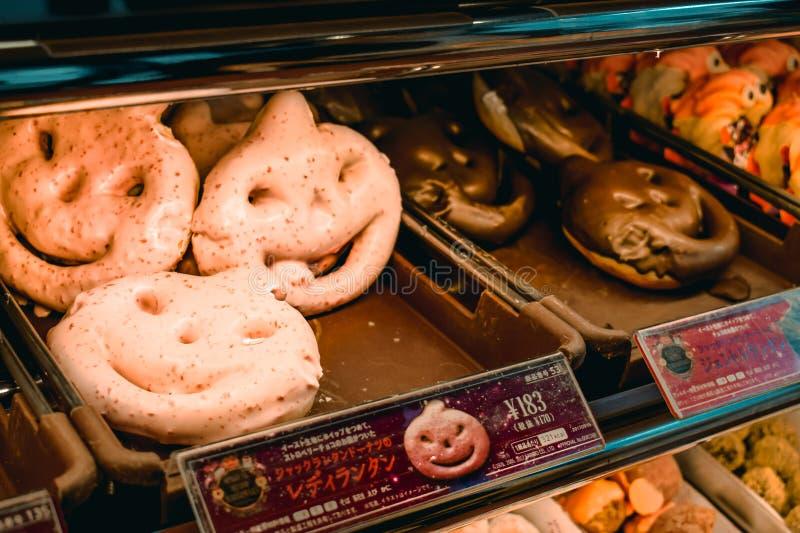Ciambelle giapponesi speciali di Halloween del cioccolato fondente e di rosa immagine stock libera da diritti