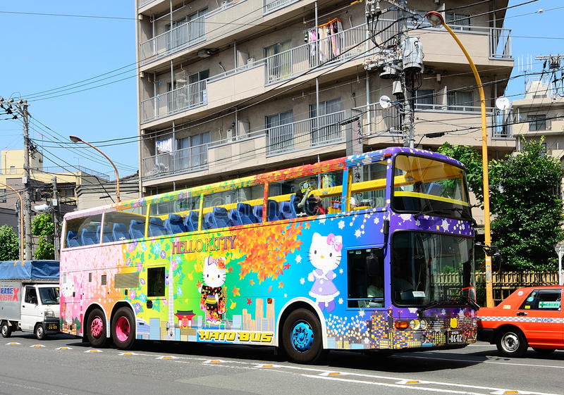 Ciao bus di giro di tema del gattino immagini stock