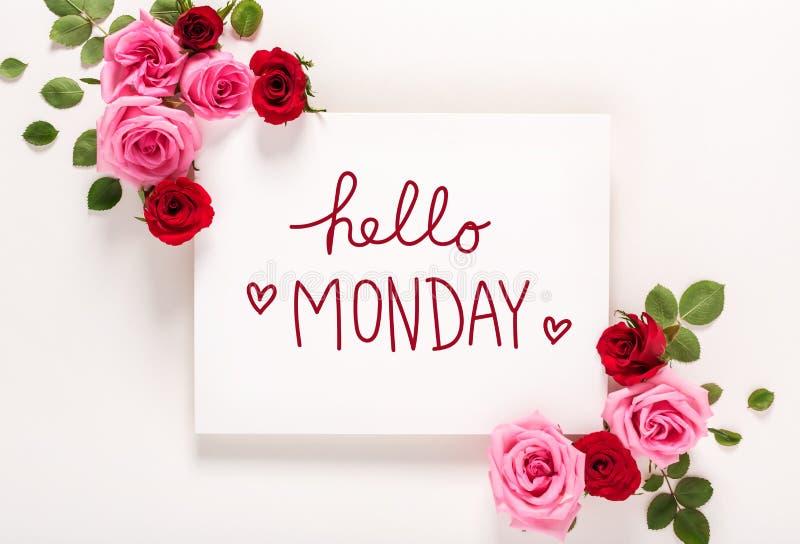 Ciao messaggio di lunedì con le rose e le foglie fotografia stock libera da diritti