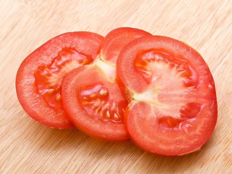 ciapanie deskowa czerwień pokrajać pomidoru obrazy royalty free