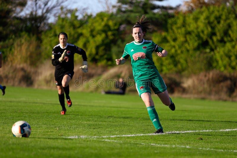 Ciara McNamara pendant le match de ligue national des femmes entre les femmes de Cork City FC et le Peamount a uni photos libres de droits