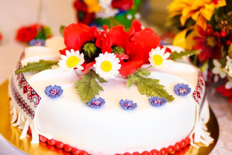 Download 8 ciast ślub obraz stock. Obraz złożonej z wiosna, tort - 53790277