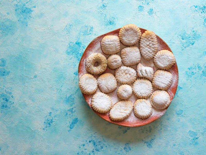 Ciastka dla świętowania El Fitr Islamska uczta Maamoul - arabscy ciastka faszerujący datują fotografia royalty free