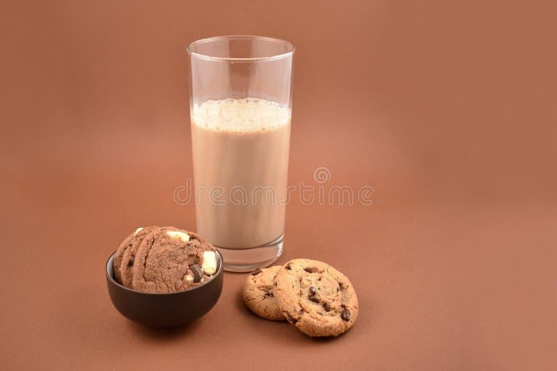 Ciastka z czekoladowego mleka zapasu wizerunkami fotografia royalty free