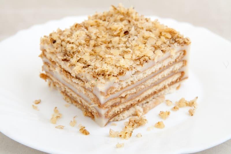 Download Ciastko Tort Na Bielu Talerzu Zdjęcie Stock - Obraz złożonej z smakowity, naczynie: 53793602