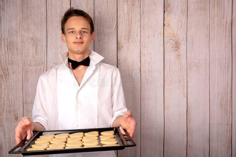 Ciasto facet w garnituru narządzania ciastkach obraz stock