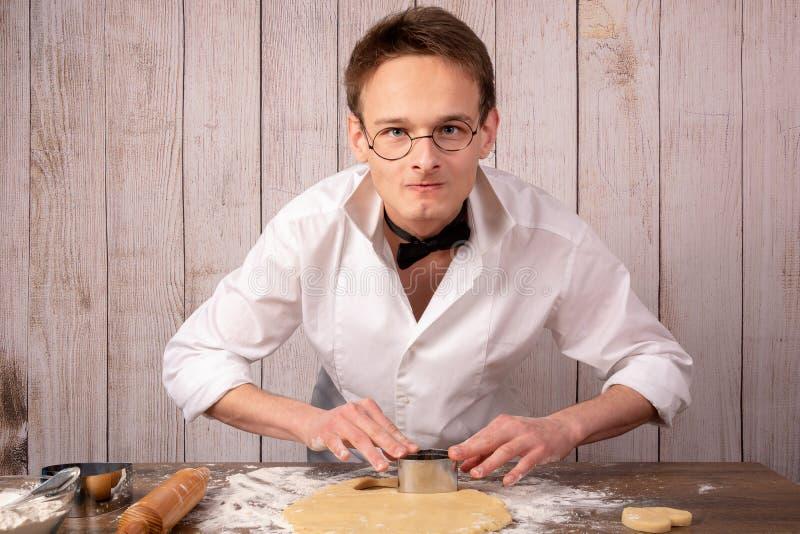 Ciasto facet w garnituru narządzania ciastkach zdjęcie stock