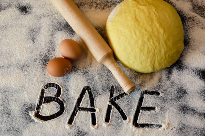 Ciasto i toczna szpilka zdjęcia stock