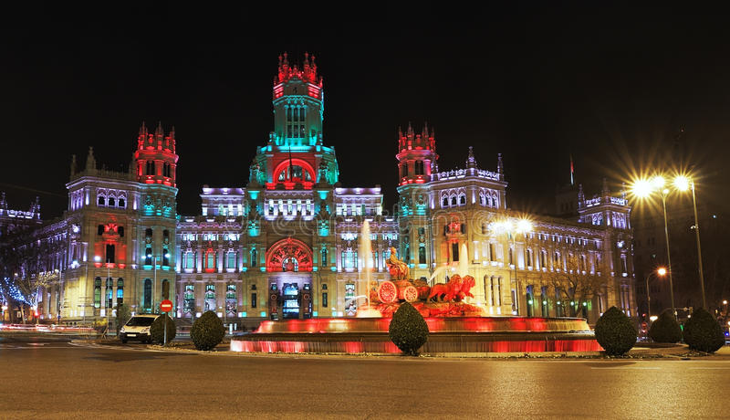 Cibeles Brunnen und Palacio de Comunicaciones, Madrid. stockbild