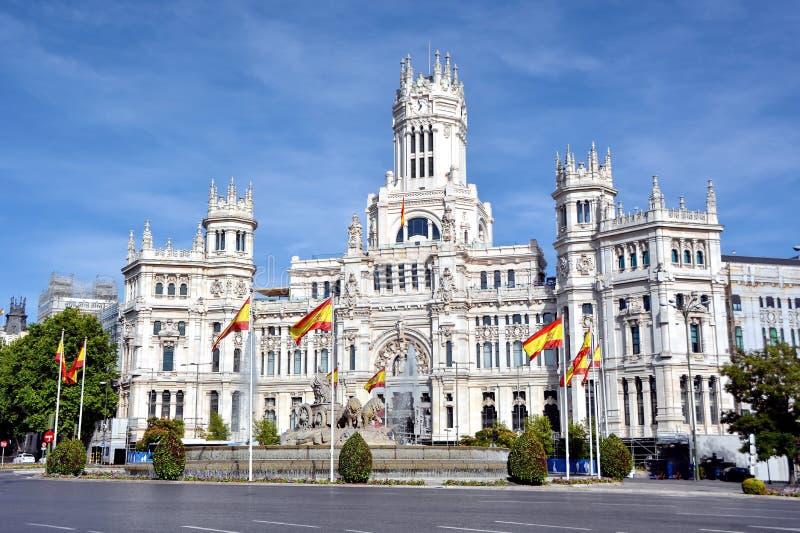 Cibeles springbrunn och Palacio de Comunicaciones, Madrid, Spanien royaltyfria foton