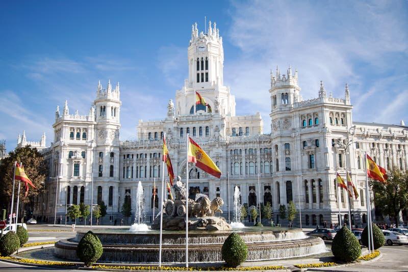 Cibeles springbrunn och Palacio de Comunicaciones, Madrid, Spanien arkivbild