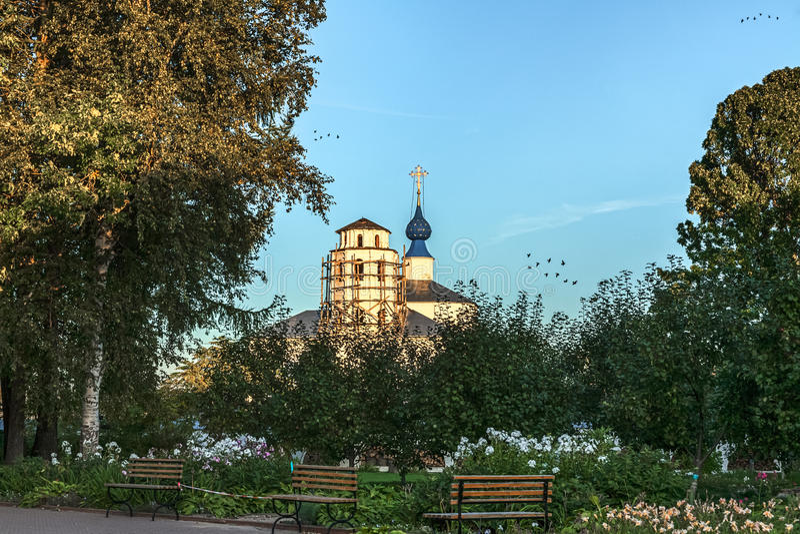 Cichy klasztorny ogród obrazy royalty free