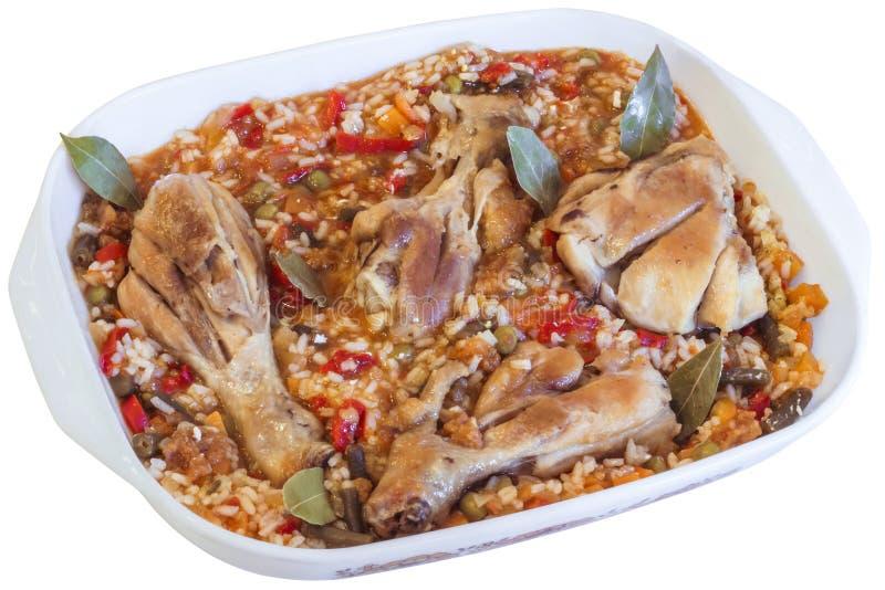 Cickenvlees met Plantaardige Hutspot in Porselein Pan Isolated op Whi stock afbeelding