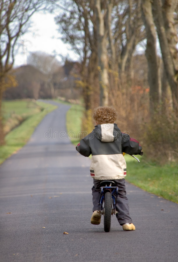 Ciclagem de Little Boy imagens de stock royalty free
