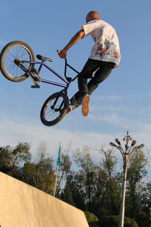 Ciclagem extrema do motociclista BMX imagem de stock royalty free