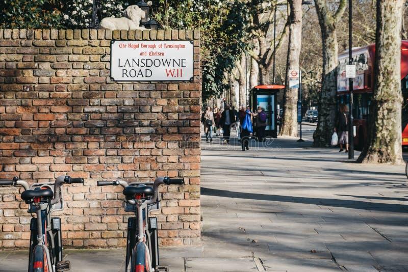Cicli di Santander sul Lansdowne Road, Holland Park, Londra, Regno Unito fotografia stock