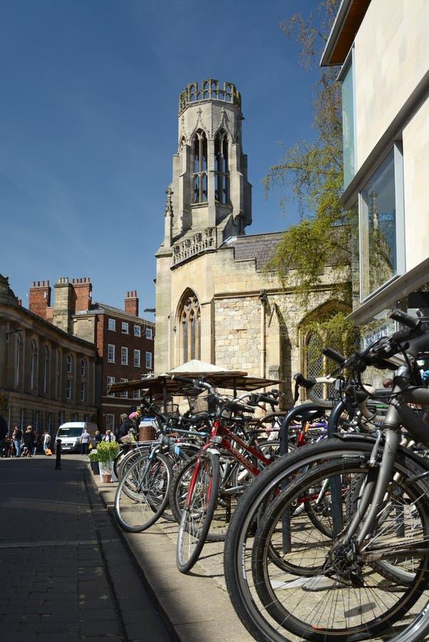 Cicli parcheggiati a York immagine stock libera da diritti