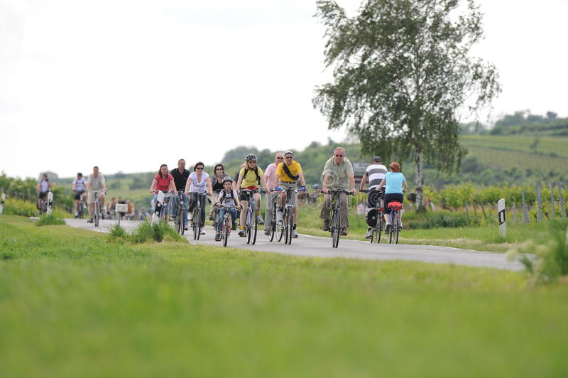 Ciclismo da família fotos de stock royalty free