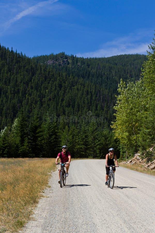 Ciclismo di montagna fotografie stock libere da diritti