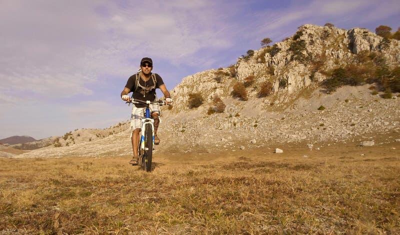 Ciclismo di montagna immagini stock