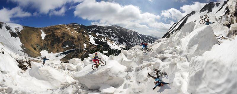 Ciclismo estremo di montagna e del ciclista nel icefall immagini stock libere da diritti