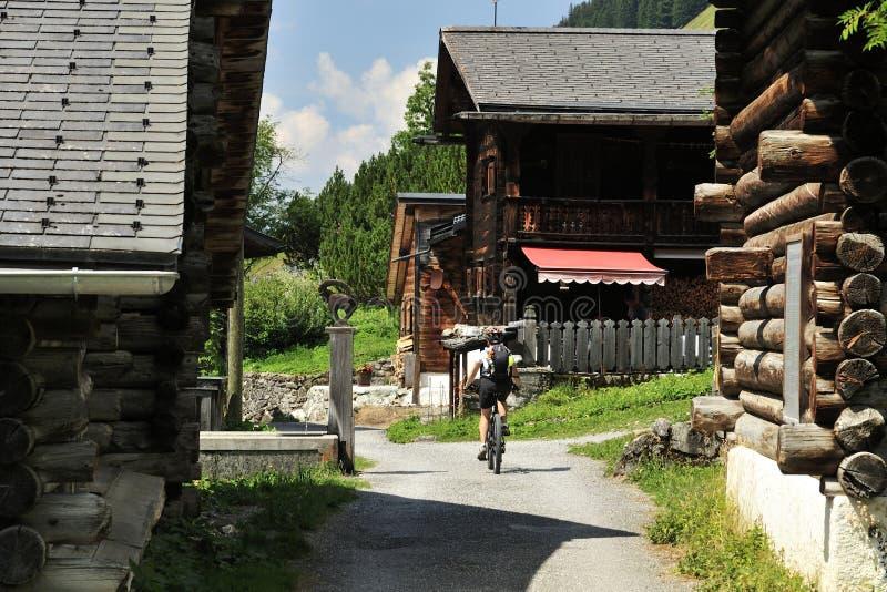 Ciclismo in Sapun Dorfji fotografia stock libera da diritti