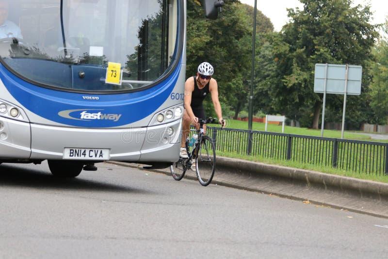 Ciclismo saudável do esporte do exercício do triathlon de Triathlete imagem de stock royalty free