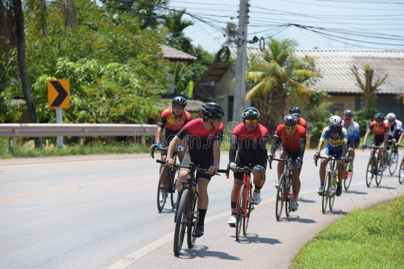 Ciclista amador competem em um programa da caridade imagem de stock