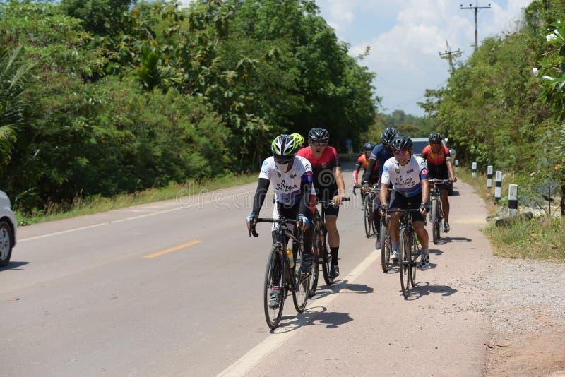 Ciclista amador competem em um programa da caridade imagens de stock
