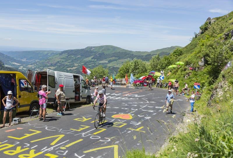 Ciclista amador nas montanhas - Tour de France 2016 imagem de stock royalty free