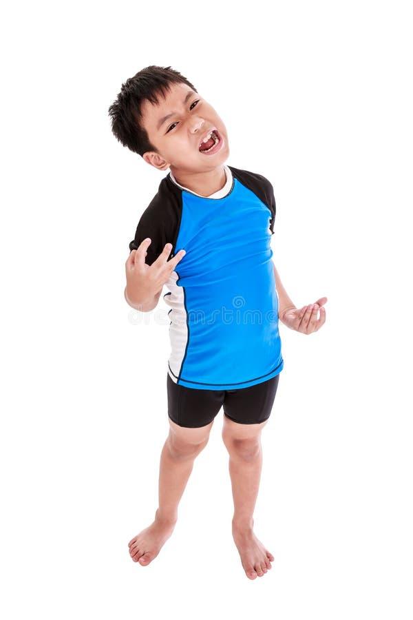 Ciclista asiatico del bambino che sembra furioso Isolato su backgroun bianco fotografia stock