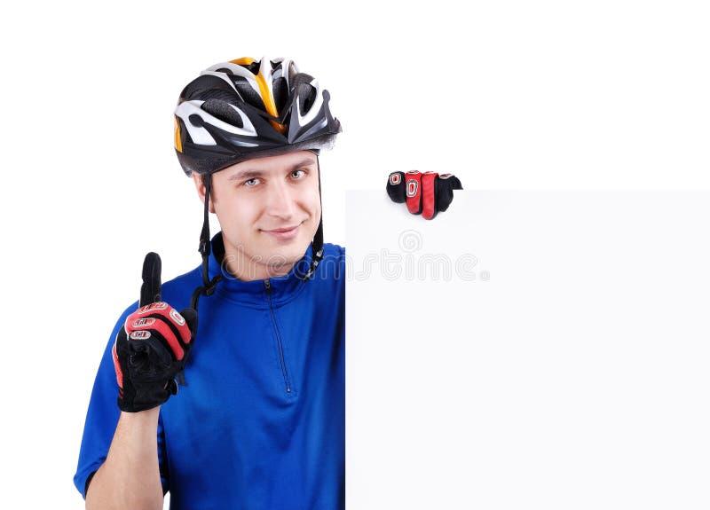 Ciclista che tiene un segno in bianco fotografia stock libera da diritti