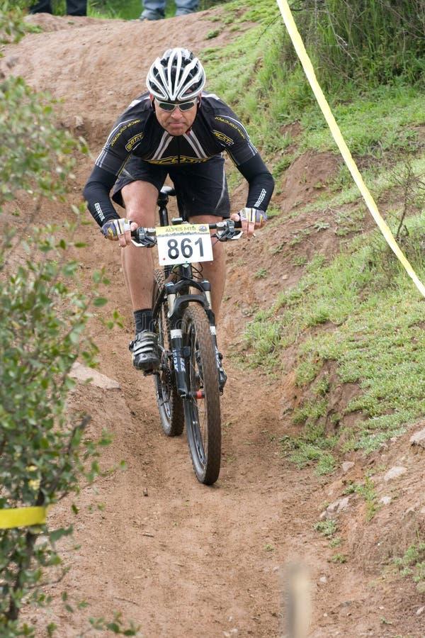 Ciclista de Donwhill foto de archivo