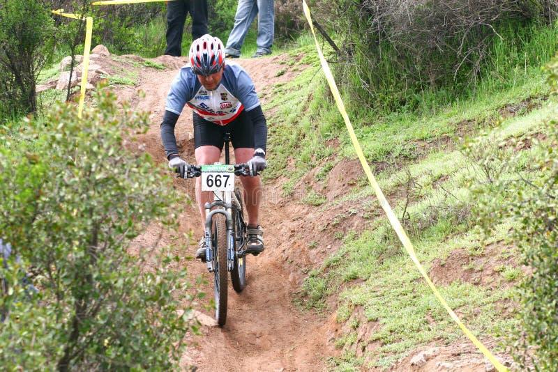 Ciclista de Donwhill imagen de archivo