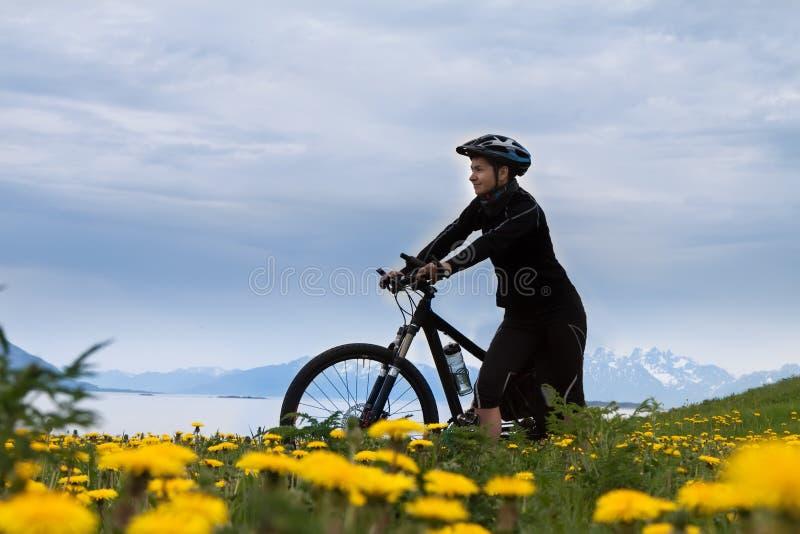 Ciclista de la bici de montaña, Noruega imágenes de archivo libres de regalías