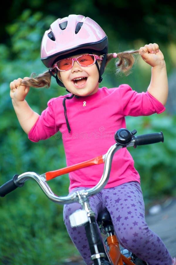 Ciclista de la niña foto de archivo libre de regalías