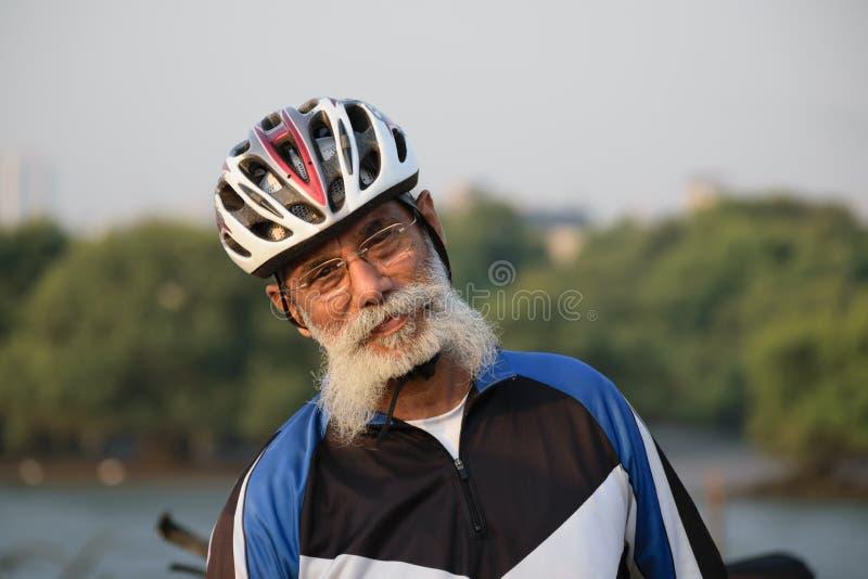 Ciclista do idoso fotografia de stock royalty free