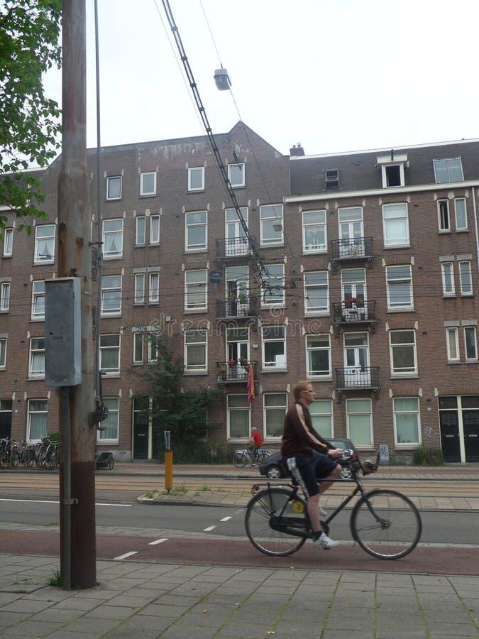 Ciclista en Amsterdam foto de archivo