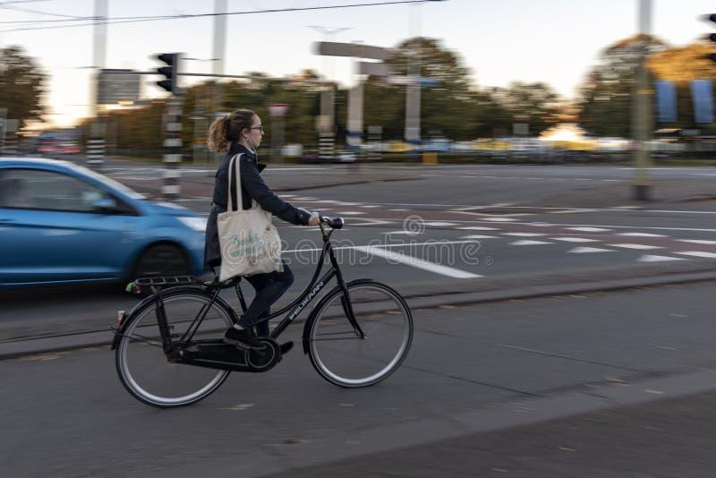 Ciclista holandés por la mañana fotos de archivo libres de regalías