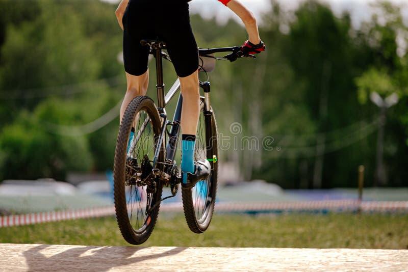 Ciclista novo traseiro fotografia de stock royalty free