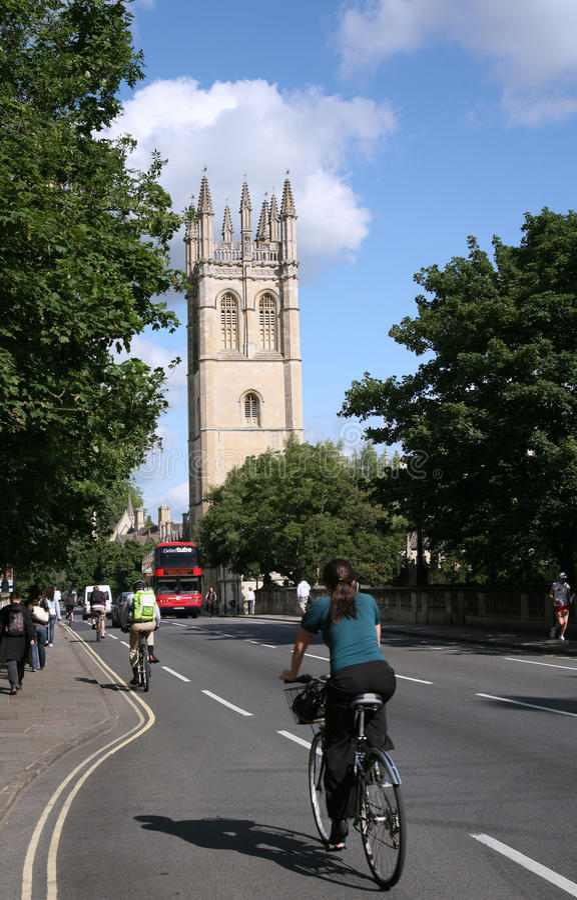 Ciclistas da universidade de Oxford imagens de stock