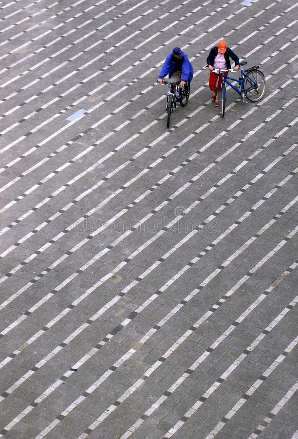 Ciclistas de la ciudad fotografía de archivo libre de regalías