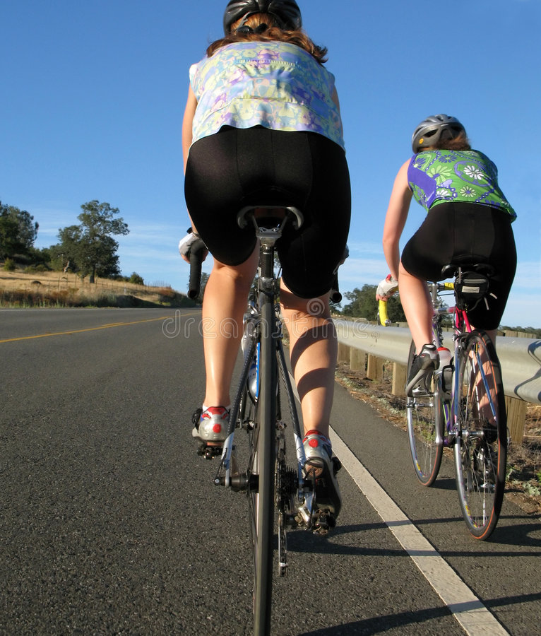 Ciclistas de las mujeres imágenes de archivo libres de regalías