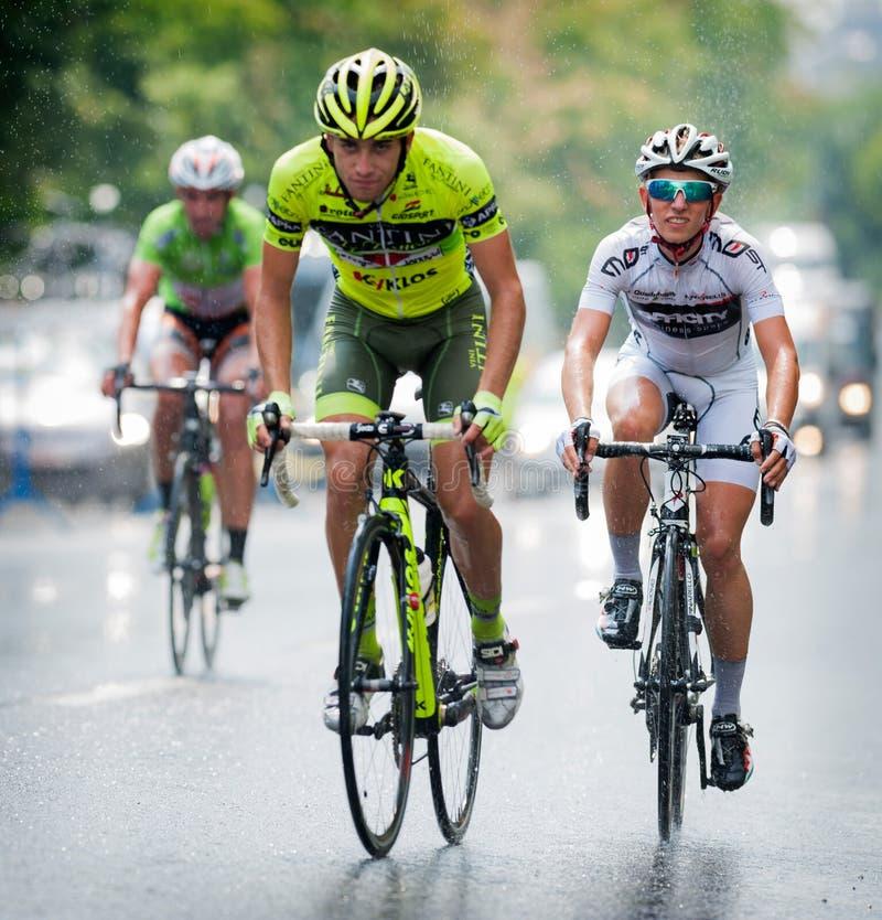 Ciclistas del diverso ciclo de los equipos fotos de archivo