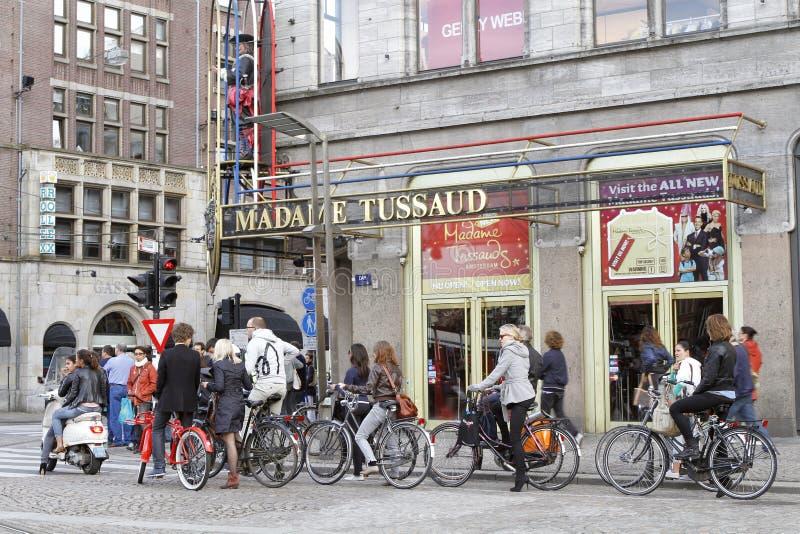 Ciclistas en Amsterdam, Países Bajos imagenes de archivo