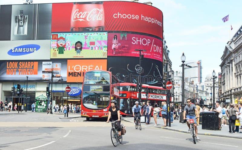 Ciclistas en Londres imagen de archivo libre de regalías