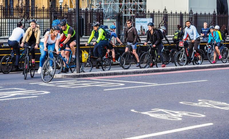 Ciclistas en Londres, hdr imagen de archivo libre de regalías